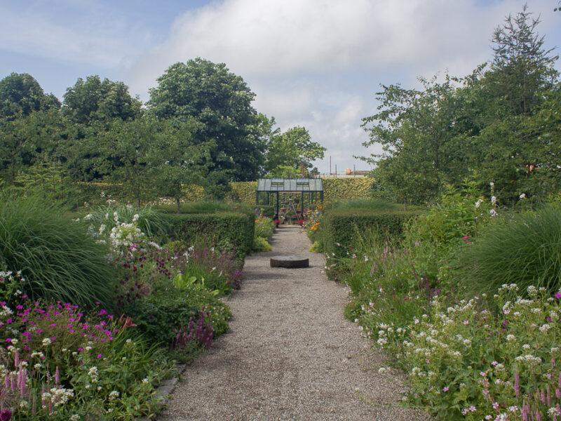Double borders i engelska trädgården